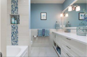 Как украсить ванную комнату без беспорядка?