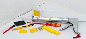 Как заменить герметик для ванны?